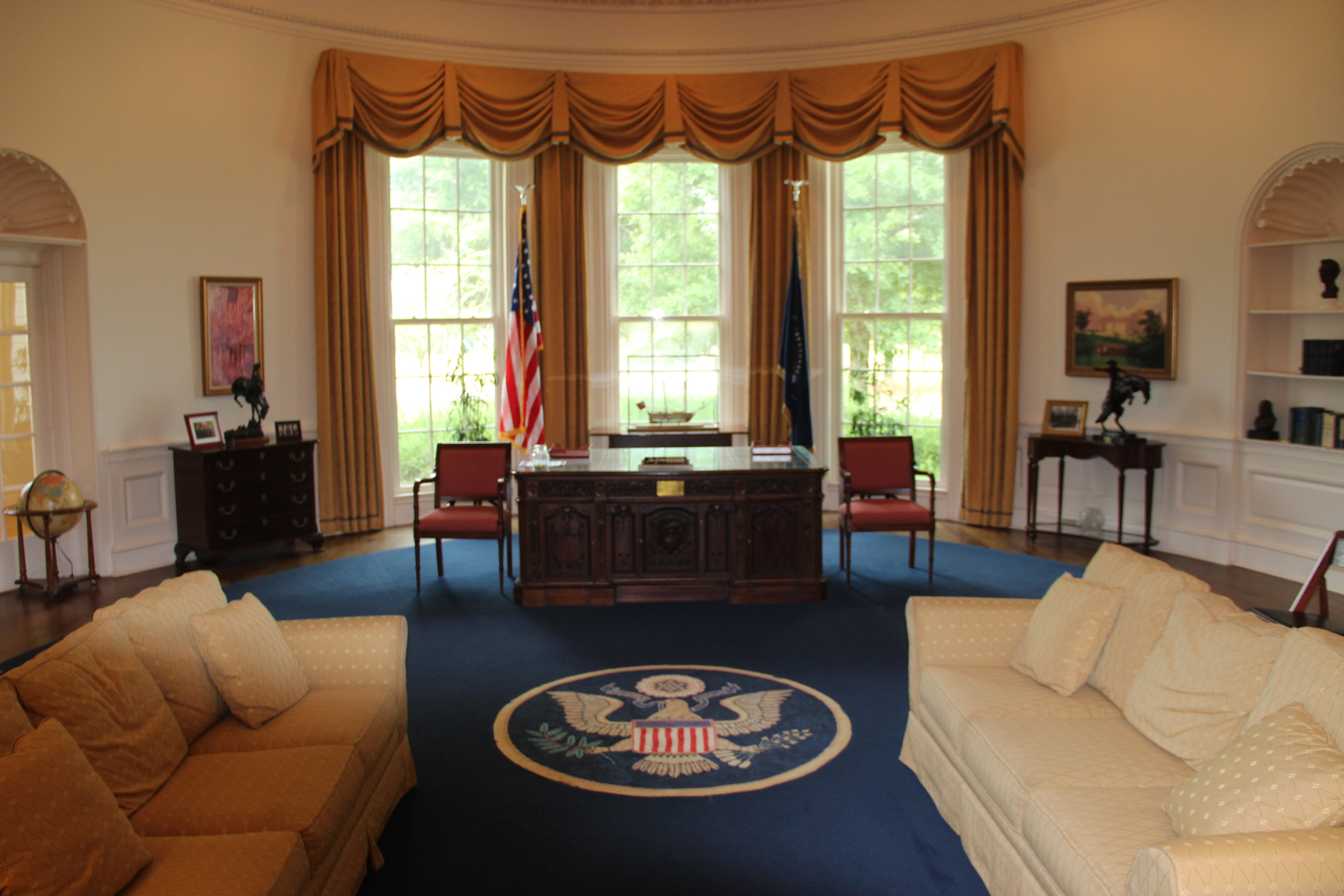 Image of inside the Oval Office at the American Village in Montevallo